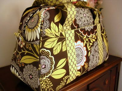 overnight travel bag der sch ne stoff ist von amy butler lotus olive lace work and lime moon. Black Bedroom Furniture Sets. Home Design Ideas