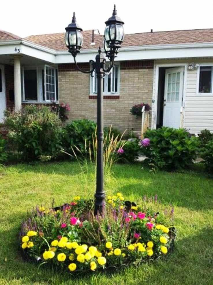 Front Yard With Tall Post Light And Shrubs Good Outdoor Lights For Security Modernyard