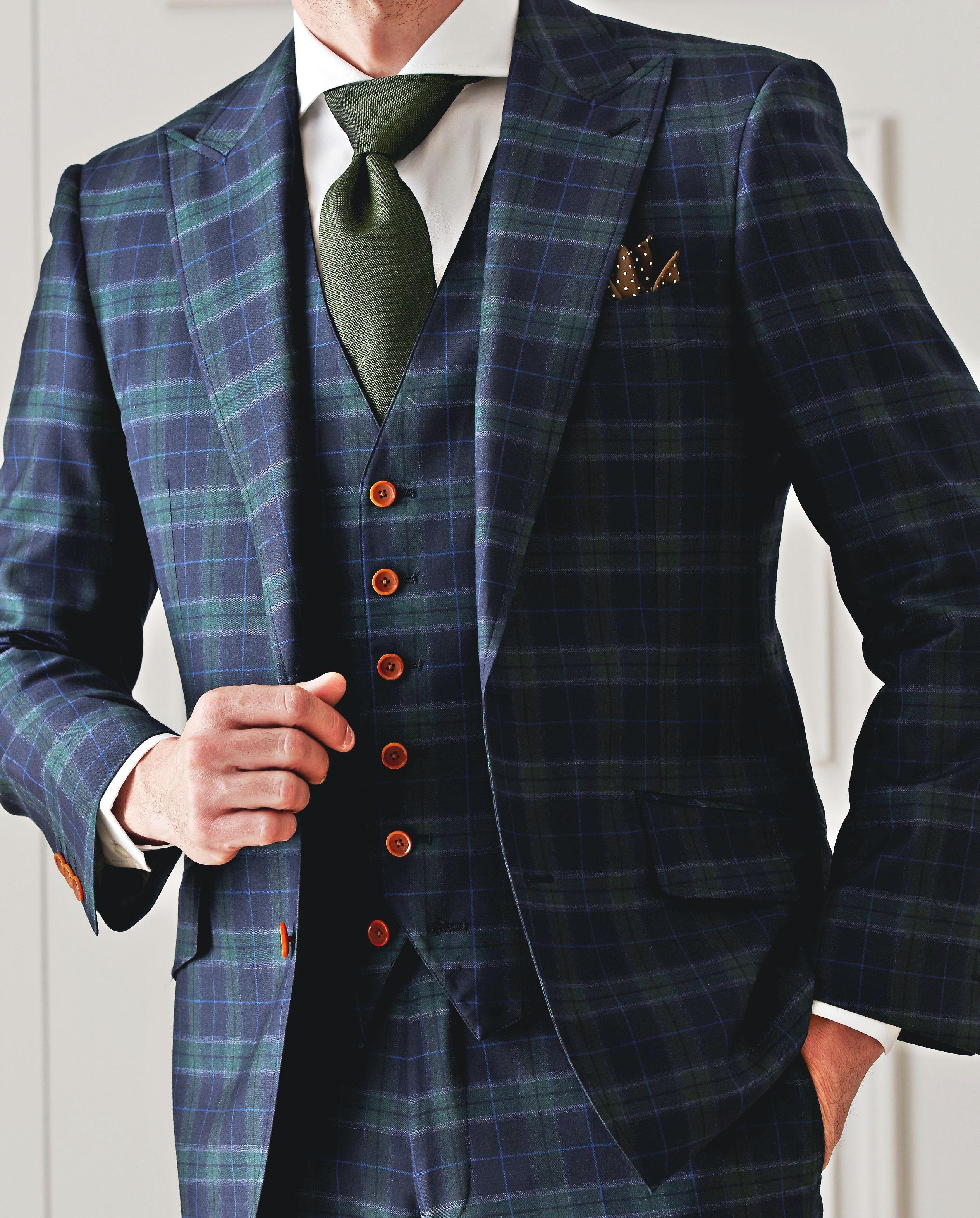 """カジュアルな""""チェック柄""""のスーツ。英国紳士風な装いがポイント。ボタンの色味にもこだわりたい。スーツ生地:イートーマス #fashion #ファッション #suit #スーツ #グローバルスタイル #globalstyle #オーダースーツ"""