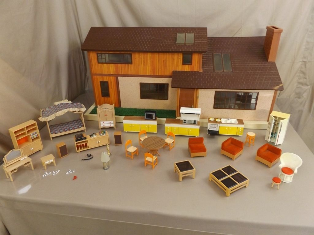 bae80978f9fb06f59f654cfadd45449d - Tomy Smaller Homes And Gardens Dollhouse For Sale