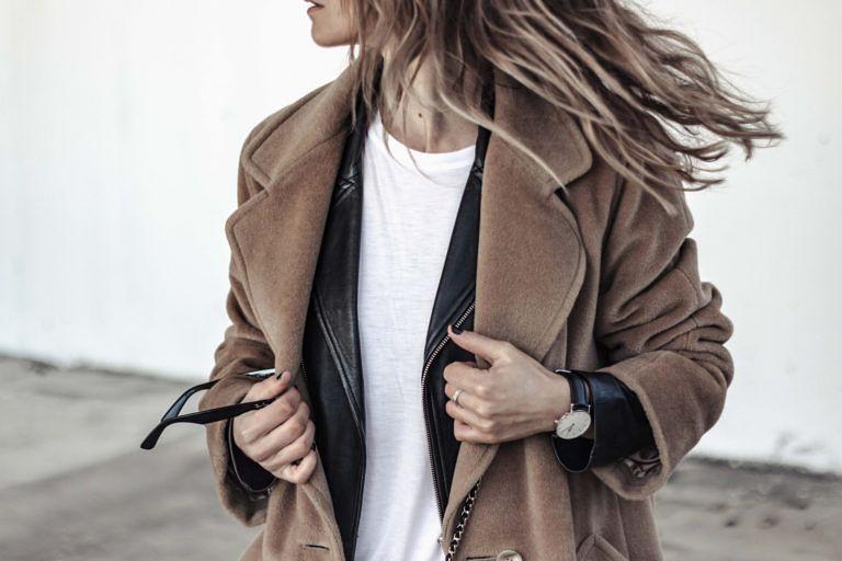 Samivida-UNCONDITIONAL-LOVE-VALENTINES-DAY-SAN-VALENTIN-CAMEL-COAT-BIKER-CONVERSE-07  Camel coat lover - layering with white tee - biker jacket - camel coat