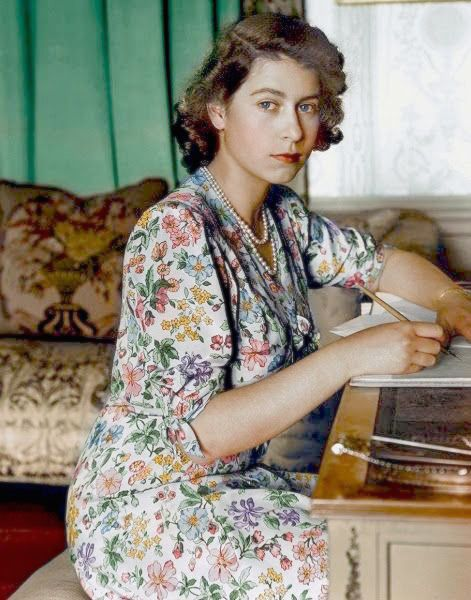 Colorized picture of Queen Elizabeth II at age 18 in 1944