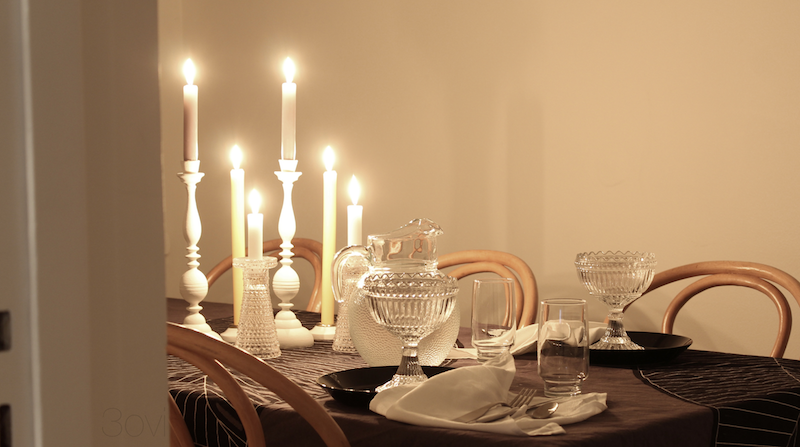 3ovi: table setting for two