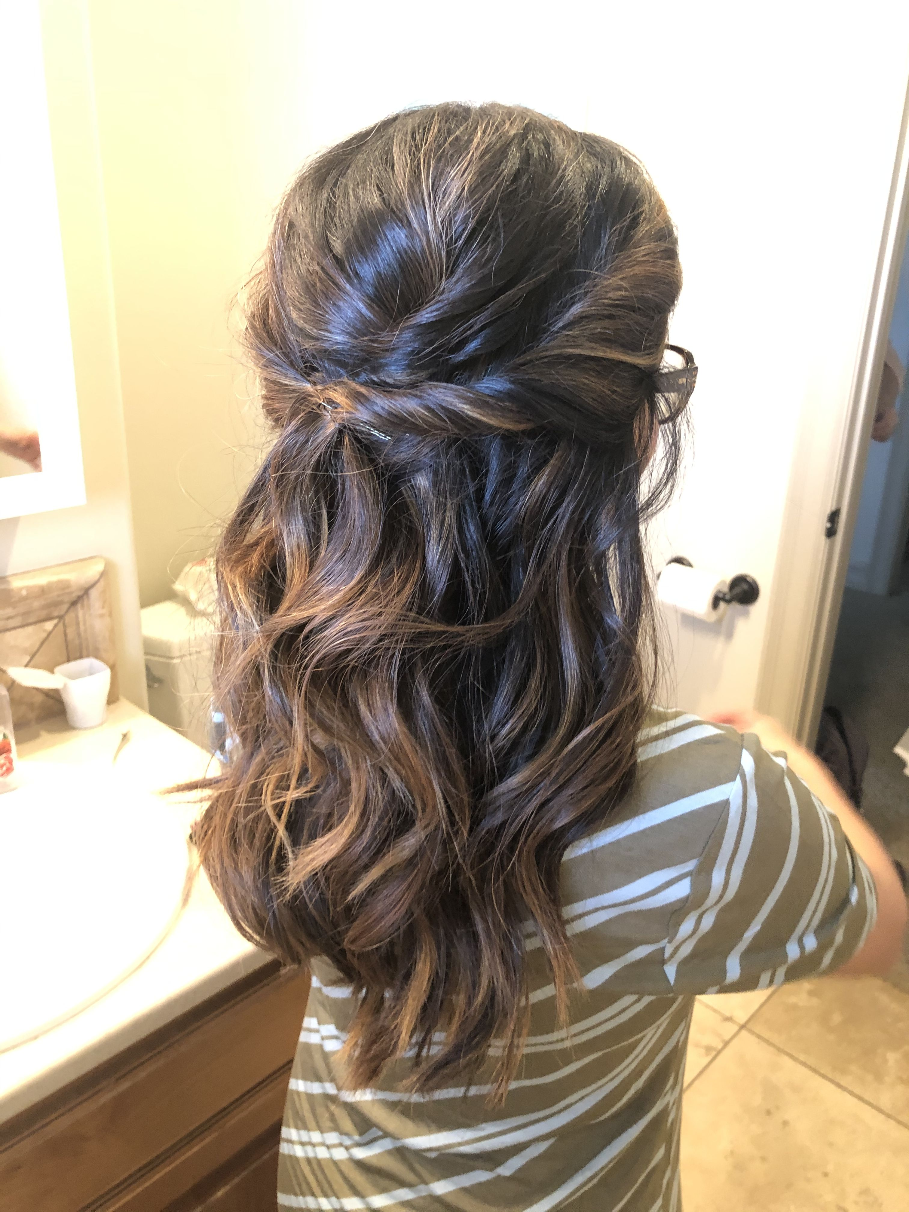 Simple and elegant hairstyle for your wedding or photos! in 2020 | Elegant hairstyles, Wedding ...