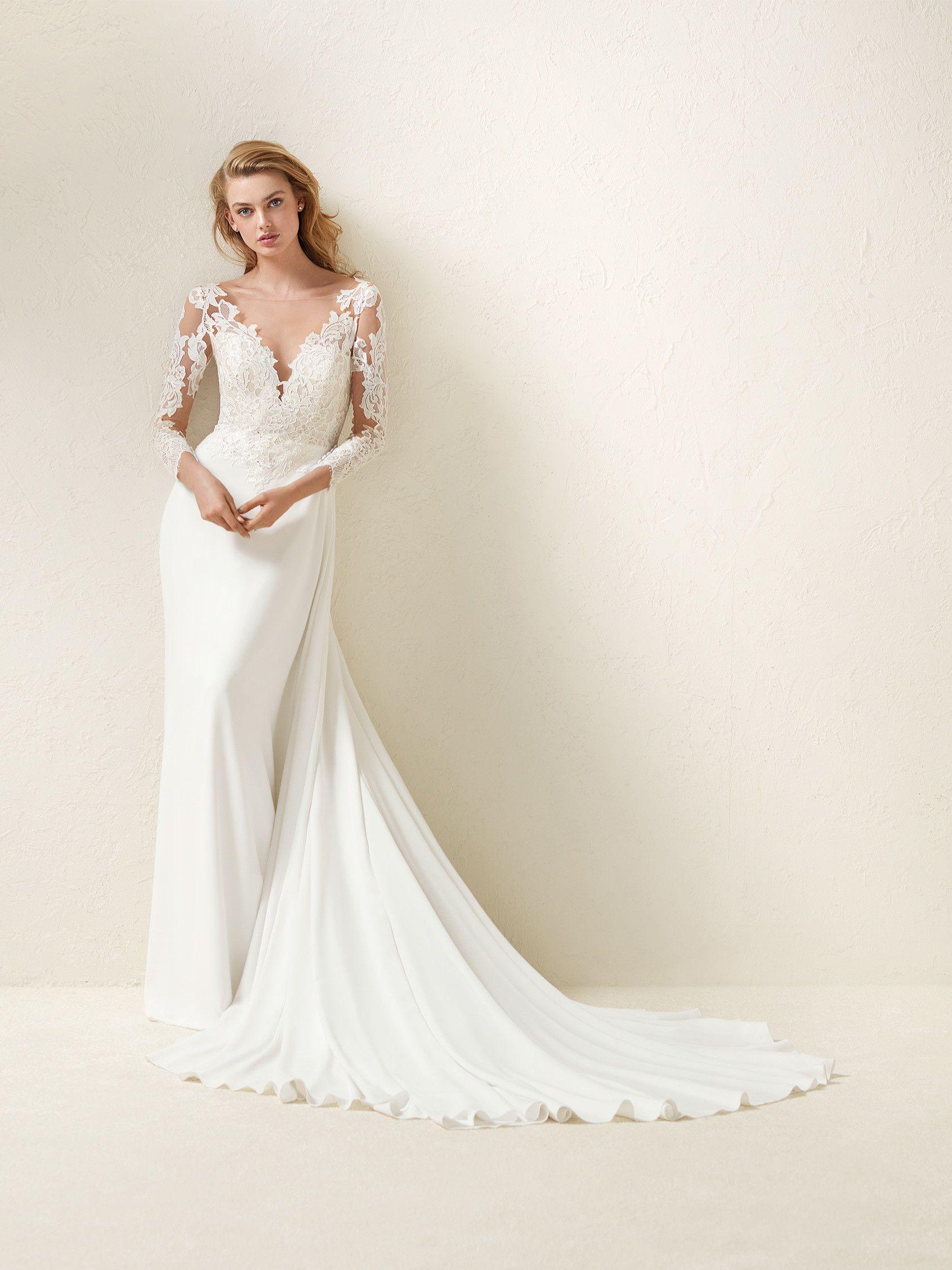 Dramae: Romantisches Brautkleid mit ausgestelltem Rock, Ausschnitt ...