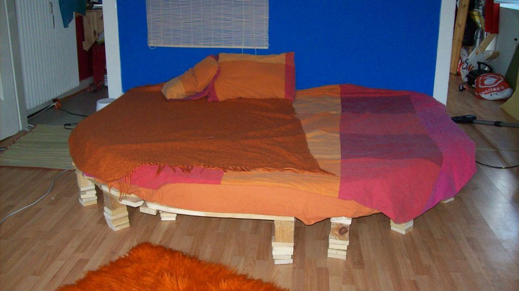 How To Make Your Foam Mattress Round Or Any Other Shape Diy Mattress Diy Bed Foam Mattress Diy