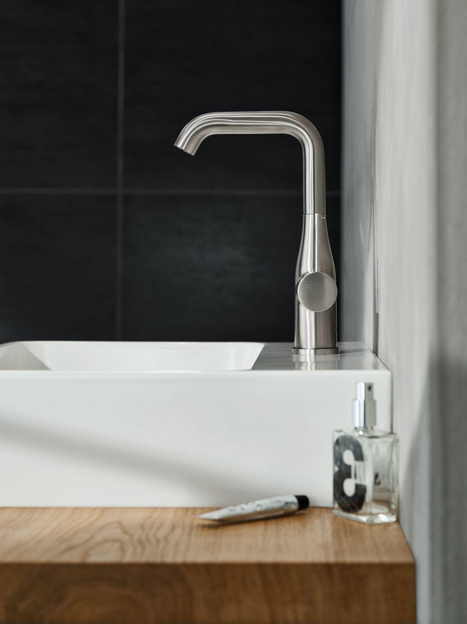 Grohe Essence kraan badkamer in super steel #badkamer #design #kraan ...