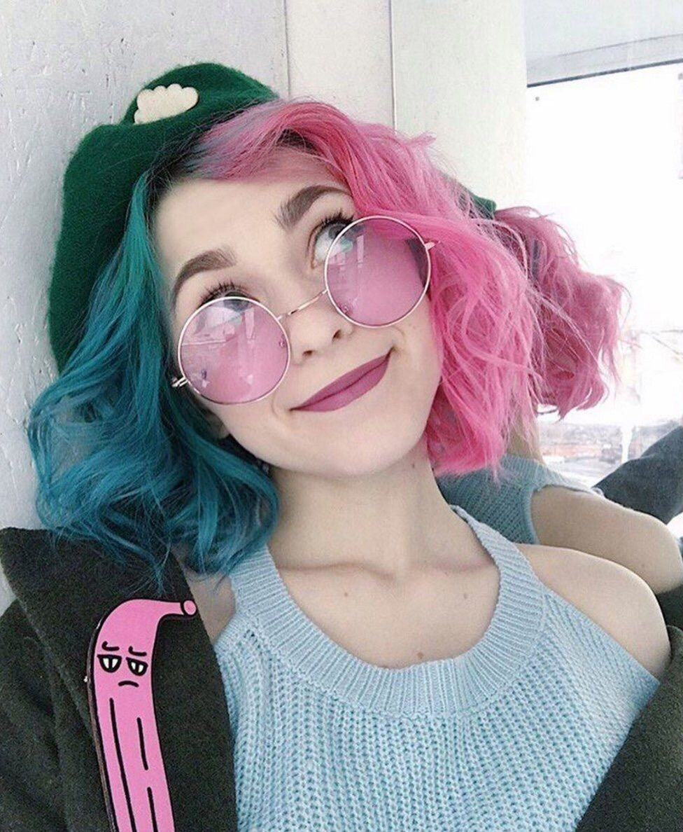 Aurora ucpinkud would dye her hair half blue and half pink caucasian