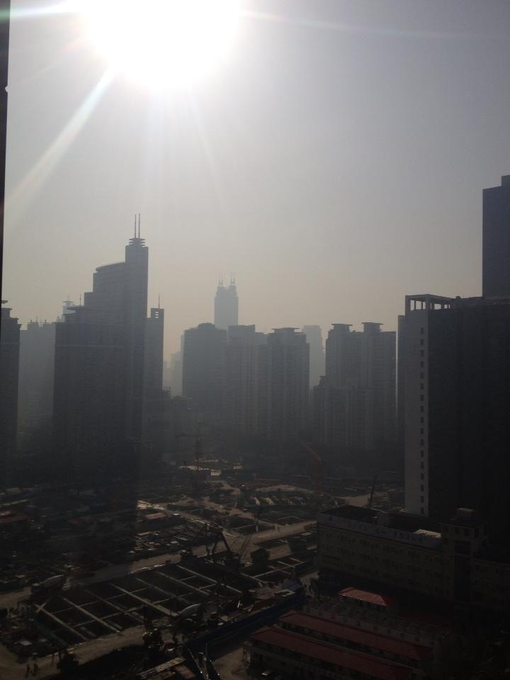 微小粒子状物質(PM2.5)が141.4の中国(上海)の空   A!@attrip