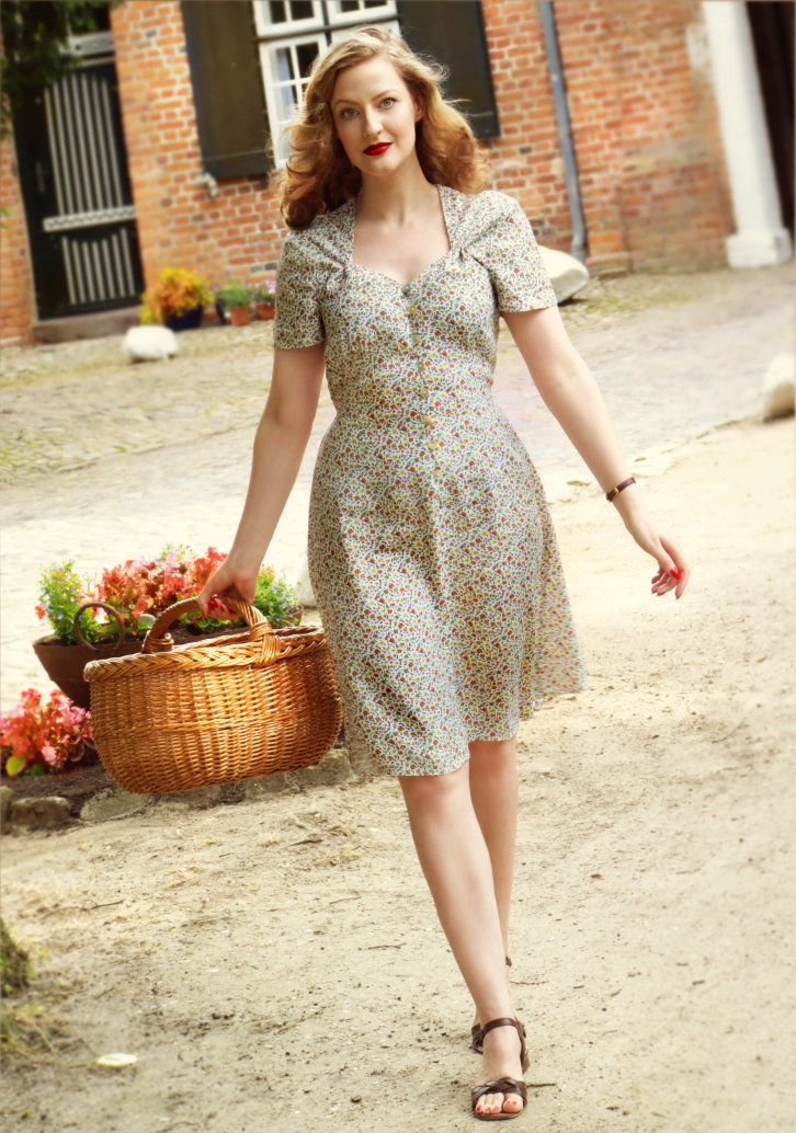 Lilly Jarlsson 1940s Retro Day Dress Country Style With Flat Sandals Vintage Dresses Day Dresses Vintage Outfits