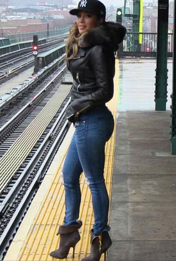 Jennifer Lopez Spotted In The Bronx For A Video Shoot In Nyc Other Fashion Pinterest