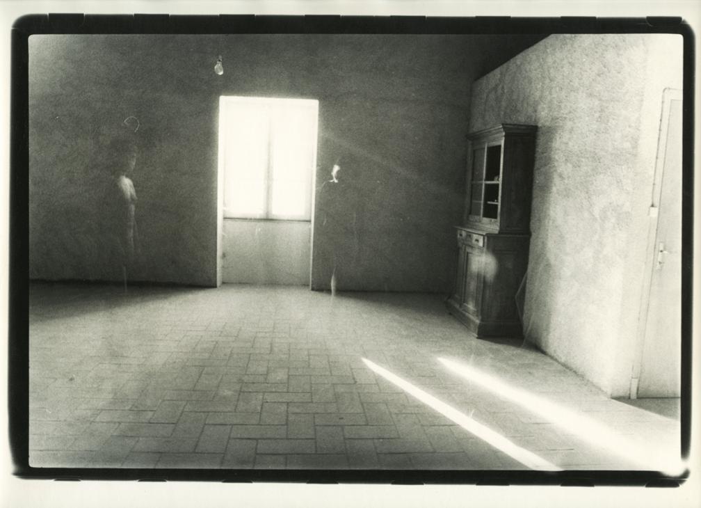 PHLiT© ALix Cléo Roubaud, Si quelque chose noir, série de dix sept photographie, Saint Félix, 1980