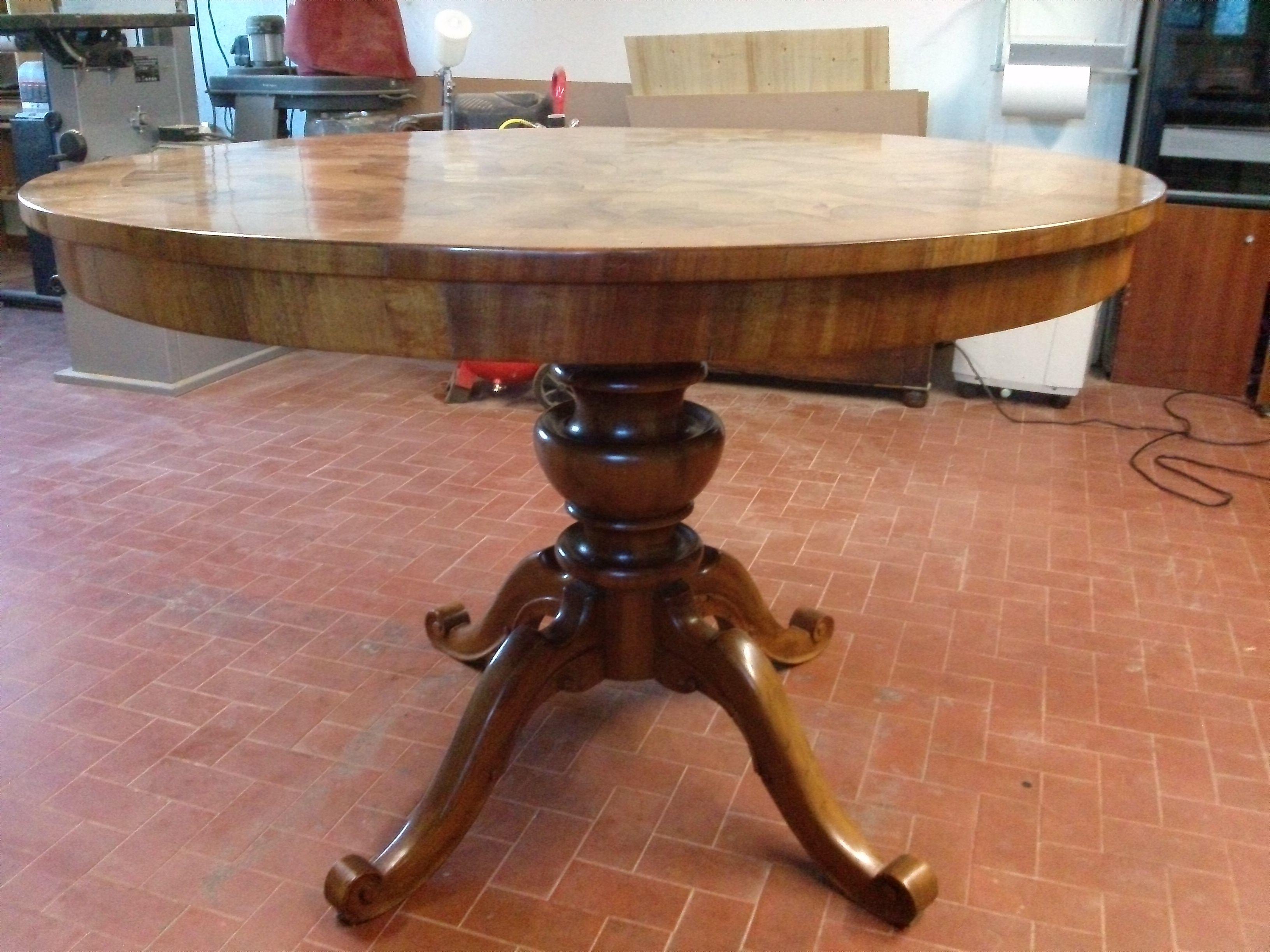 Il restauro di un tavolo ovale in radica di noce e noce massell how made - Mobili in radica di noce ...