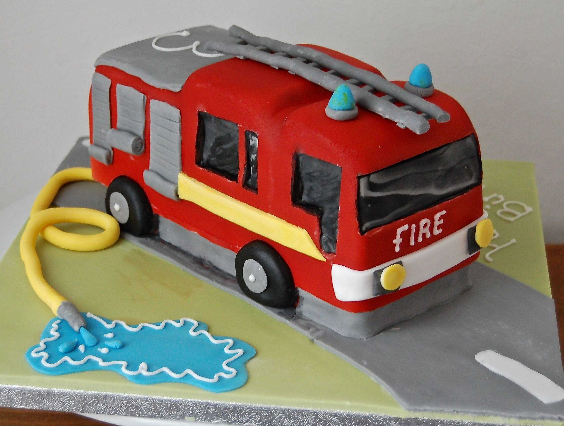 Fire engine cake Birthday cakes Pinterest Fire engine cake