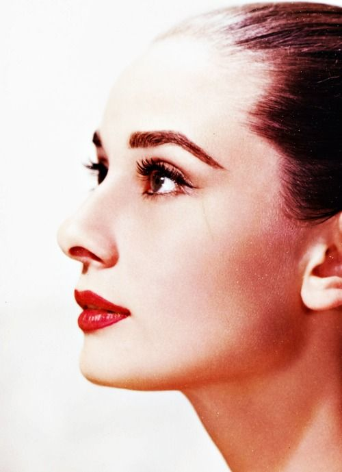 Audrey Hepburn photographed by Bob Willoughby, 1959 #icon #beauty