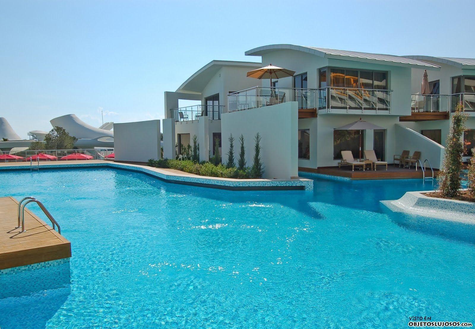 Casas de lujo grandes con piscina y jardin buscar con for Piscinas de jardin