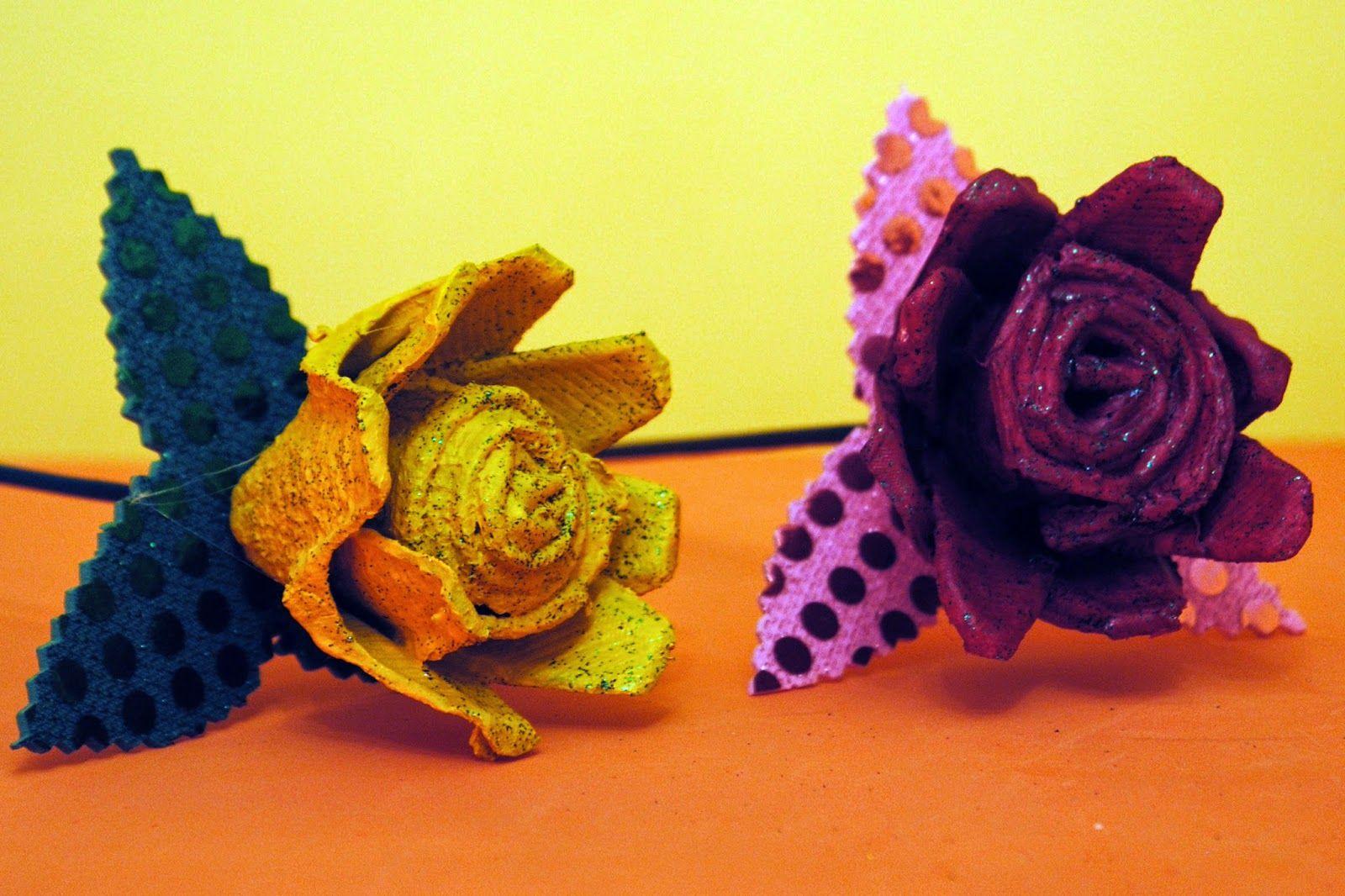 Rosas con hueveras de cartón: 3 euros