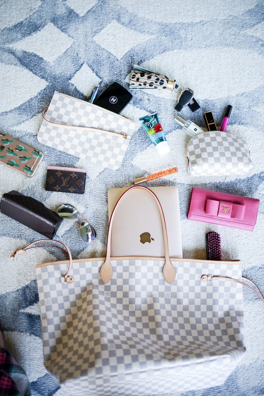 whats in my bag blog post, louis vuitton neverful damier azur GM, louis vuitton