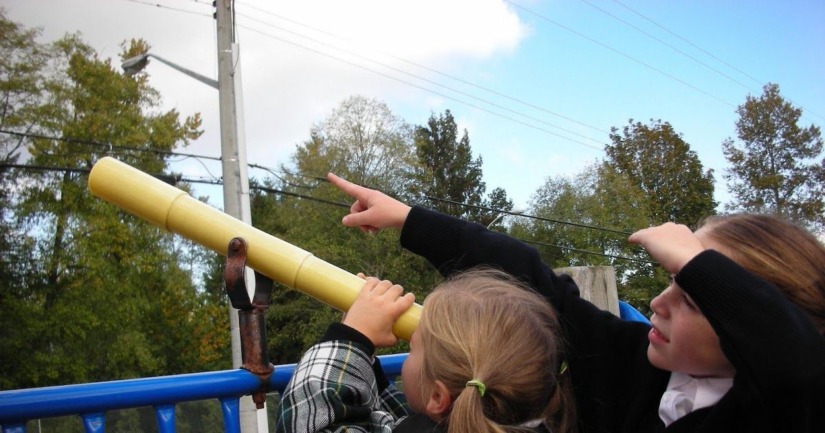 Learning about the changing seasons and the movement of the earth are important parts of Montessori curriculum. Enjoy these Autumnal Fall Equinox activities! #autumnalequinox