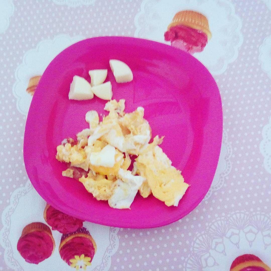 Schnell frühstücken und dann auf Arbeit: babybel& ei#lowcarb#frühstück#ei#egg#protein#teamkäse#babybel#cheese#getfit by abnehmbrina
