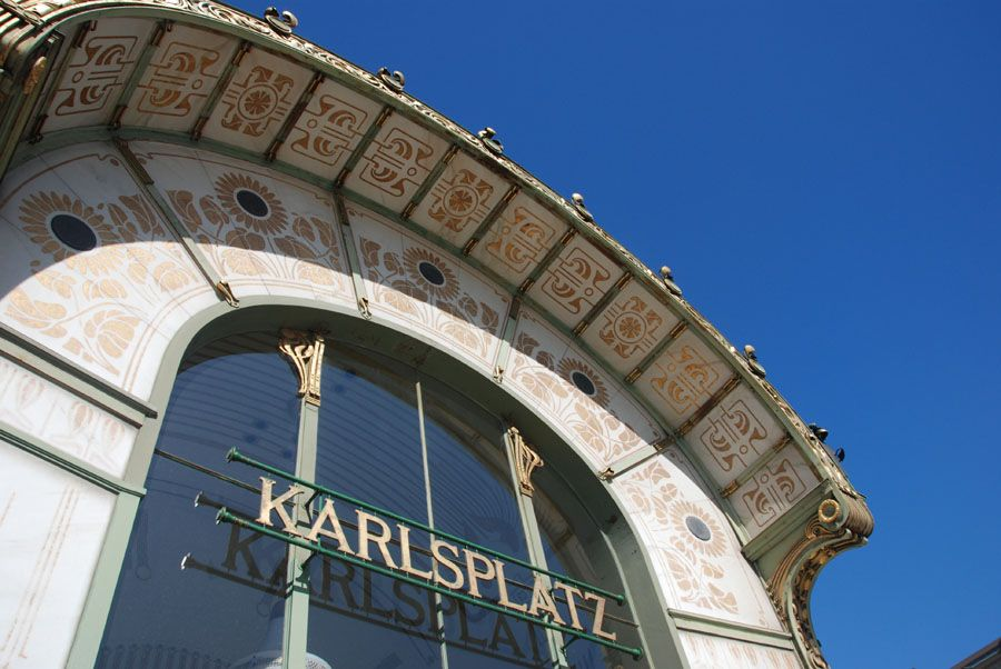 Afbeelding van http://www.aboutvienna.org/gallerie/17-DSC_0277_U-Bahn_Karlsplatz.jpg.