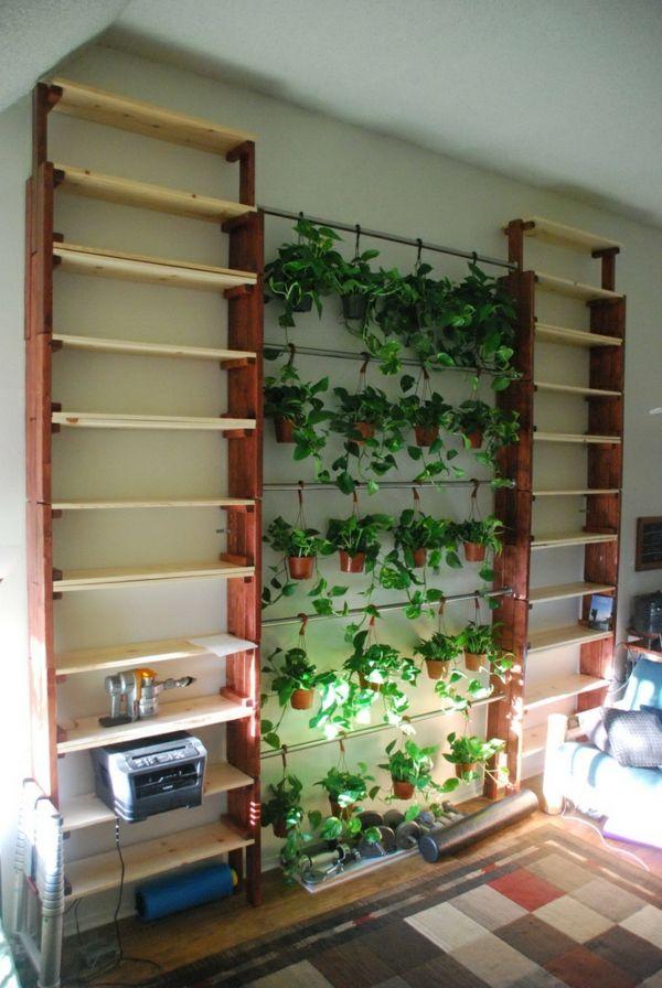 Bucherregal Selber Bauen Extravagante Form Grune Pflanzen Als Deko