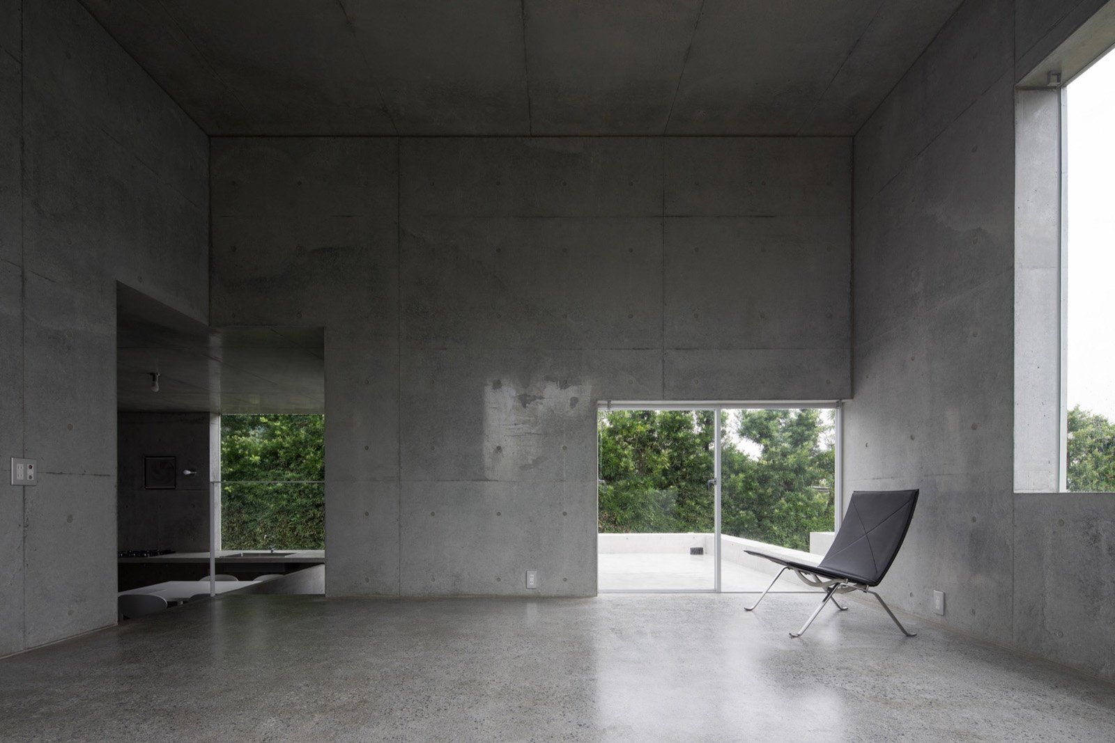 Situated On The Water In A Peninsula Of Hiroshima Japan Is House In Akitsu A Modern Build By Kazunori Fuji Concrete Staircase Concrete Houses Concrete Stairs