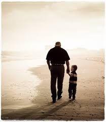 752071ca74f9af Resultado de imagem para mãos dadas pai e filho | crianças | Pai e ...