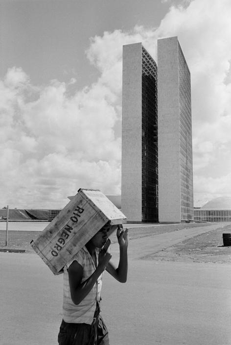 Rene Burri | Brasília Arquitectura y documento social en una gran captura.