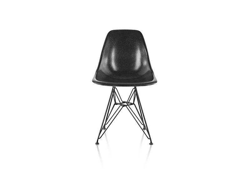 The Eames Molded Fiberglass Guest Chair Has The Same Covetable Surface  Variation And Tell Tale Fiberglass Striation That Have Attracted Avid  Vintage ...
