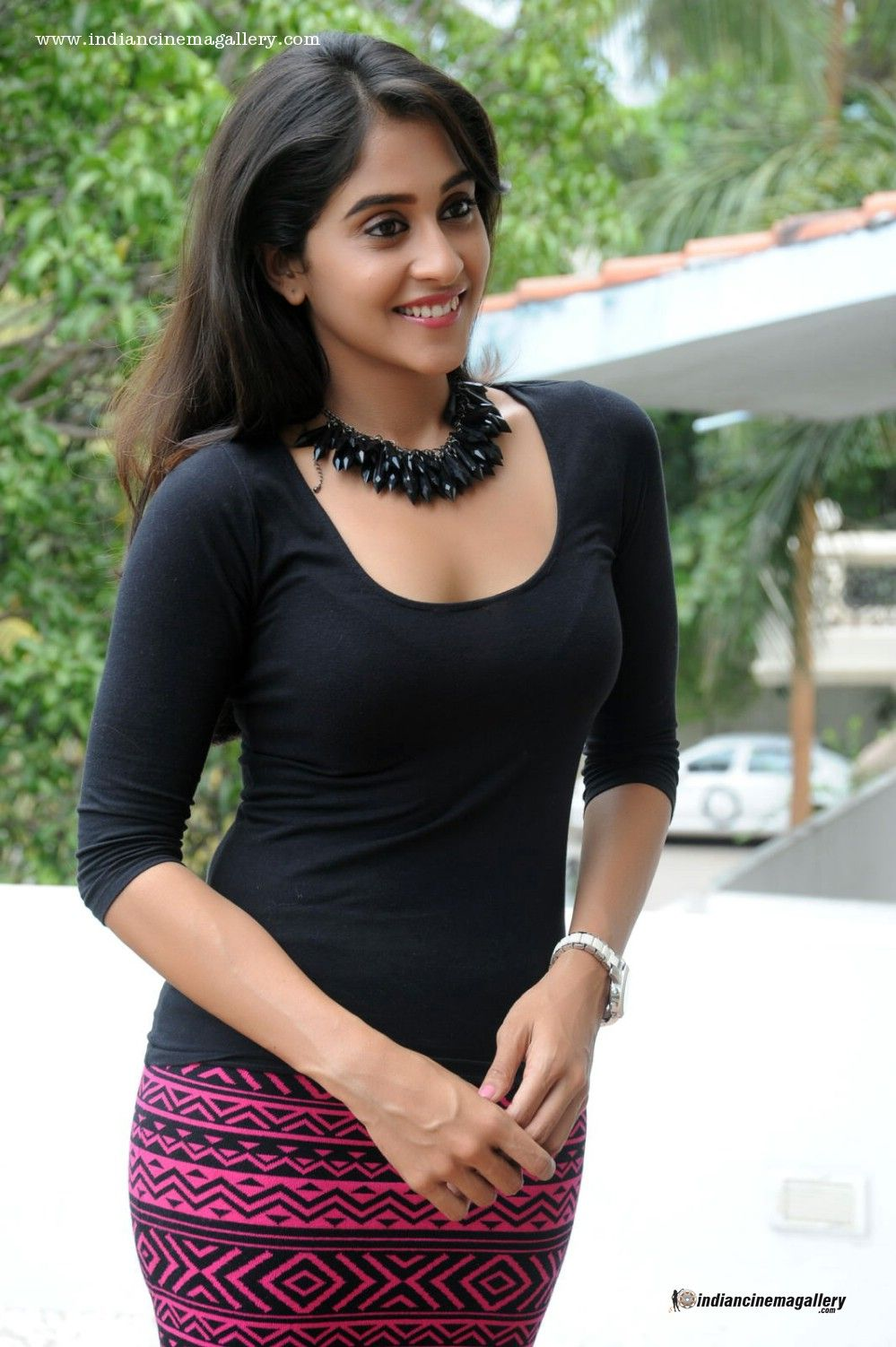 The Hot And Sexy South Indian Girl Model Actress Regina Cassandra Black Sexy In Skirt And Top Very Seducing Pics That Will So Erotic To See