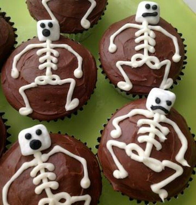 Scrumptious Skeleton Cupcakes Halloween parties, Holidays and - how to decorate cupcakes for halloween