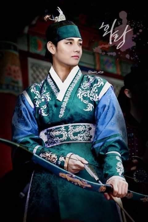 #Taeyung se ve tan lindo!! es impresionate ya va estar en un drama <3 // Not sure if that's photoshopped or not, but either way he looks great!