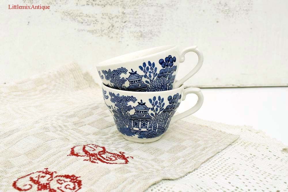 Two Vintage Churchill Pottery Made in England u0027Blue Willowu0027 pattern 2 Ironstone Cups Retro & Two Vintage Churchill Pottery Made in England u0027Blue Willowu0027 pattern ...