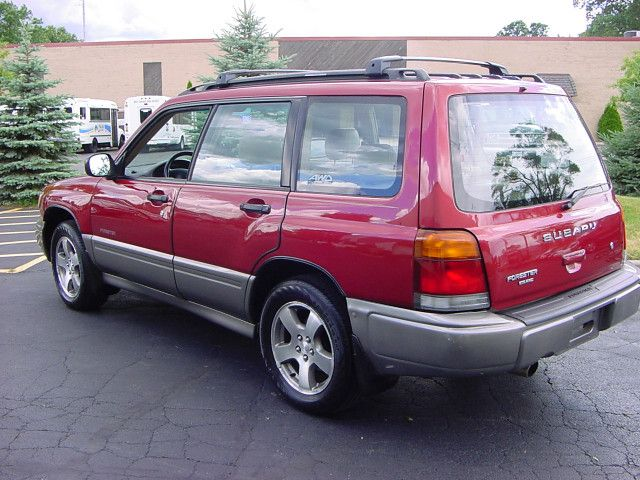 used 2000 subaru forester for sale in west chicago il 60185 dupage auto truck exchange cars. Black Bedroom Furniture Sets. Home Design Ideas