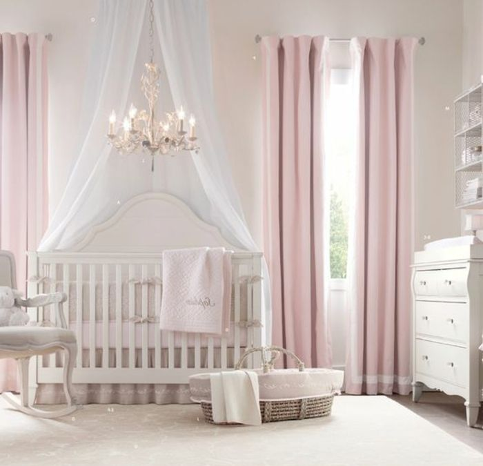 kinderzimmer idee rosa vorh nge kinderbett lampe stuhl. Black Bedroom Furniture Sets. Home Design Ideas