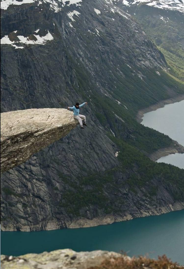 Norveç'te Trolltunga Kayalığında En Uçta