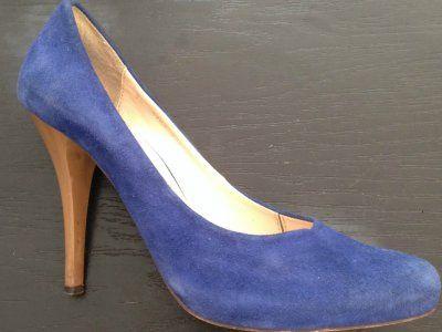 La gamuza es un material sumamente delicado y, si no se limpia correctamente, puede llegar a estropearse. Sigue este paso a paso para que sepas <strong>cómo limpiar zapatos de gamuza</strong>.