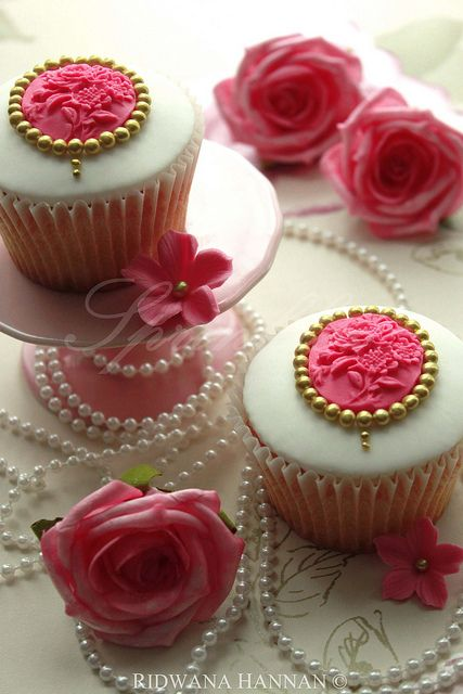Cupcakes with edible cameos surrounded by edible pearls