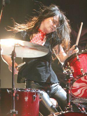 Meg White | Meg white, Female drummer, Girl drummer