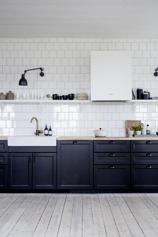 Cuisine sans meuble haut  Cuisine noire, Amenagement cuisine