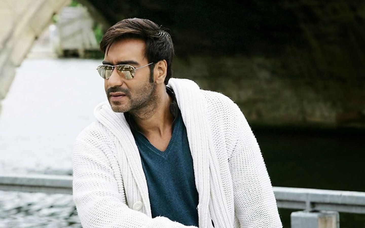 Ajay Devgan Bollywood Actor Hd Wallpaper Ajay Devgan Bollywood Actor