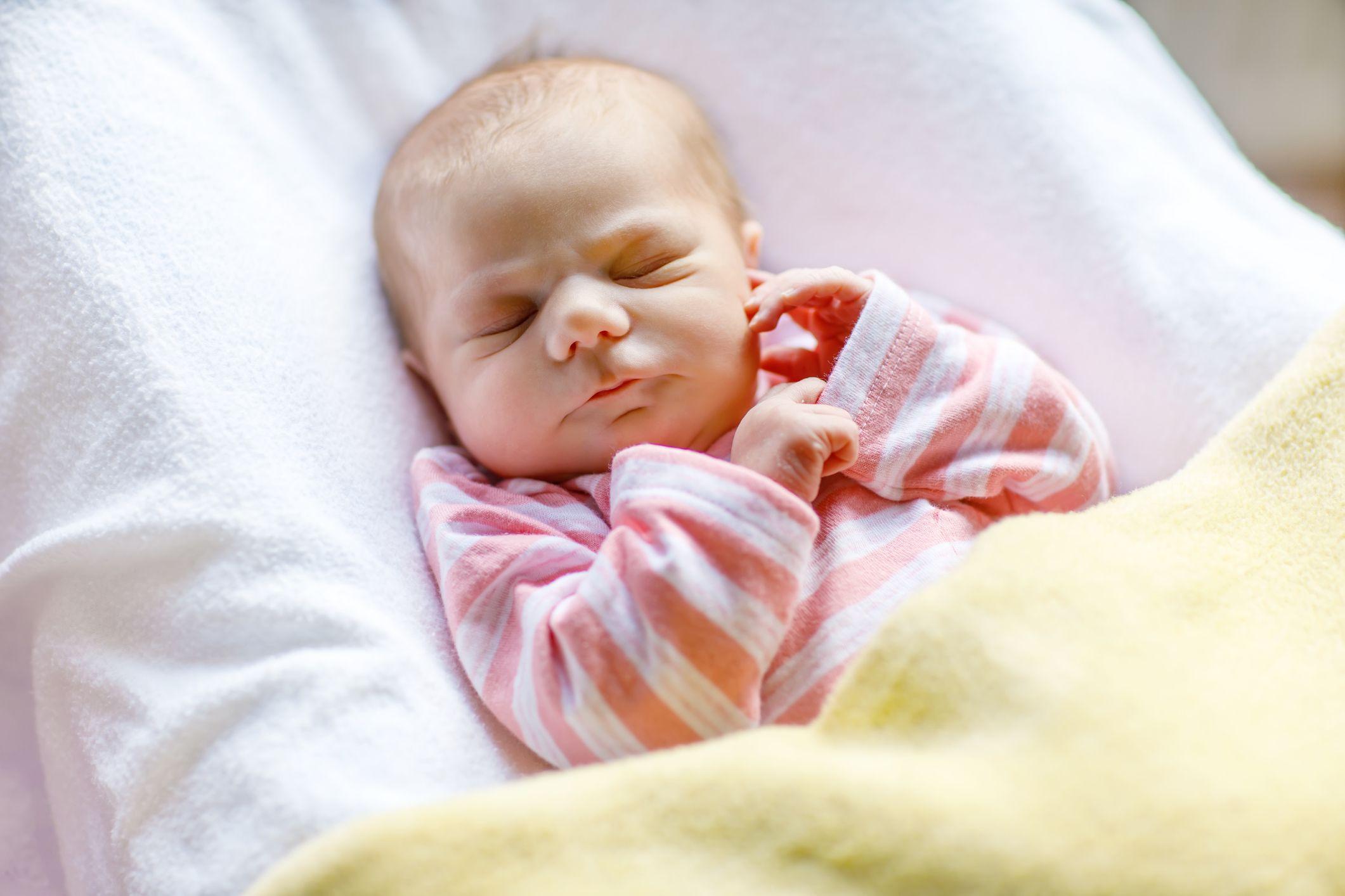 Baby-Entwicklung: Das Baby im 2. Monat in 2020 ...