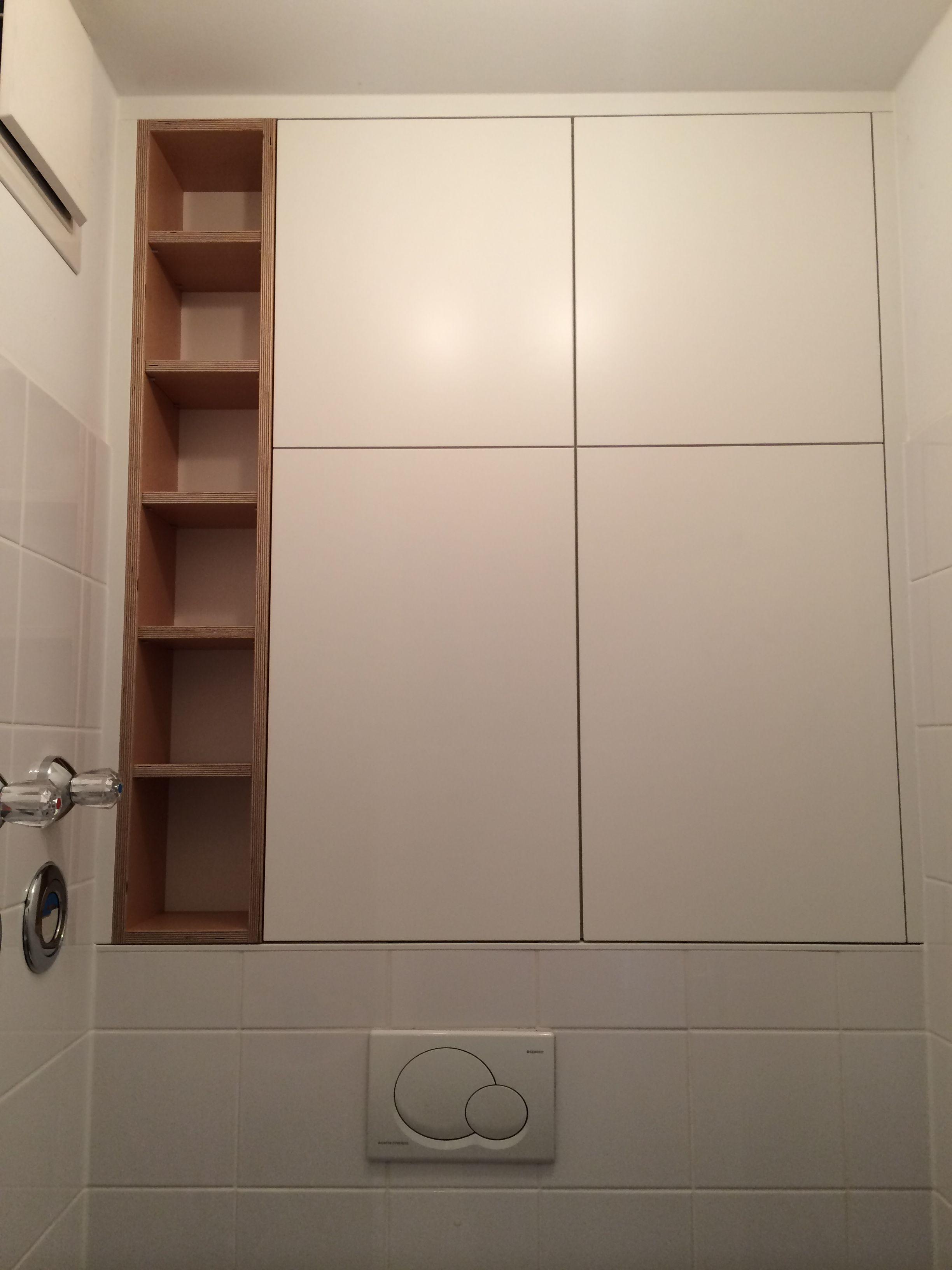 #Badschrank in weiß lackiert kombiniert mit #Eiche