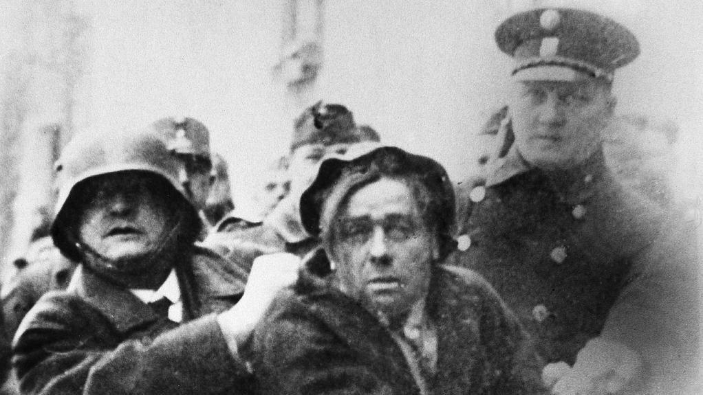Ein blutiger Fasching: Die Kämpfe des Februars 1934 - Verhaftung eines Schutzbündlers. Mehr dazu hier: http://www.nachrichten.at/nachrichten/150jahre/tagespost/Ein-blutiger-Fasching-Die-Kaempfe-des-Februars-1934;art171761,1645566 (Bild: Archiv der Stadt Linz)