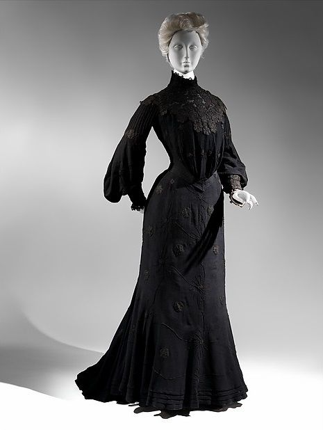 I'd kill for that dress: Gorgeously gothy mourning attire from 1815-1915 | Dangerous Minds c. 1903