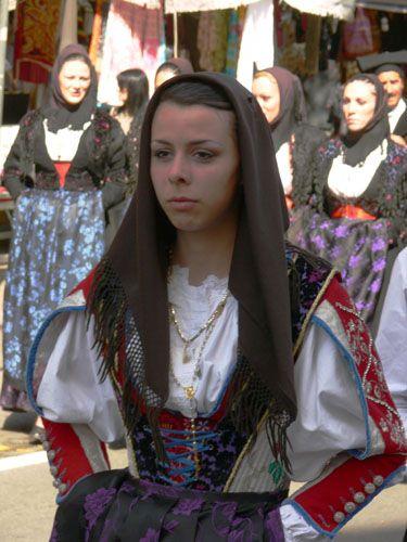 001-Costumi tradizionali dei comuni della Sardegna