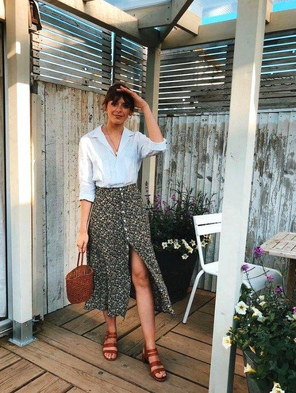 25 Beautifull Midi Skirt Ideas For Spring 2020 #casualoutfits #MIDISKIRT #WOMENSKIRTS