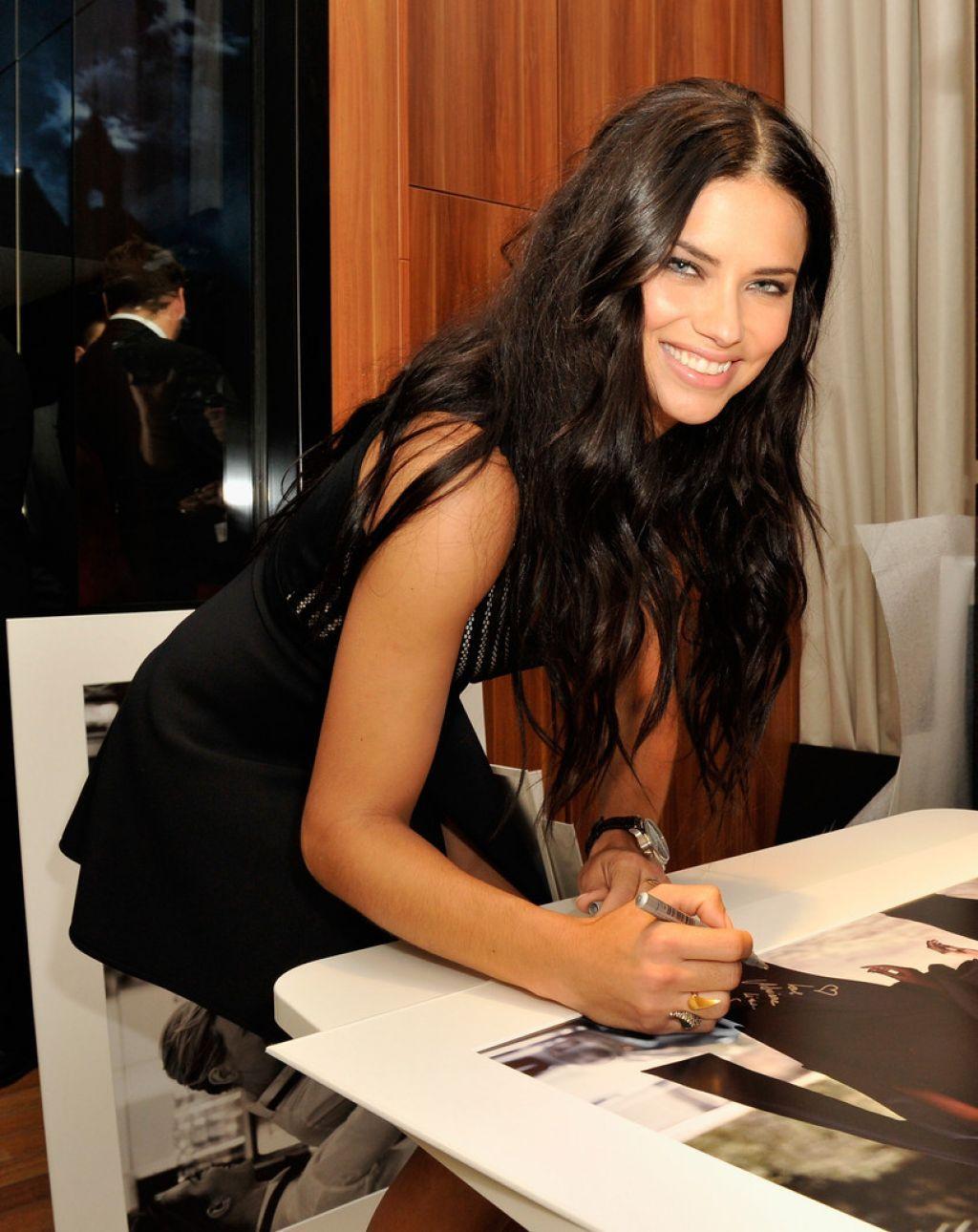 Adriana lima hairstyles 2014 - Adriana Lima 2015 Google Search