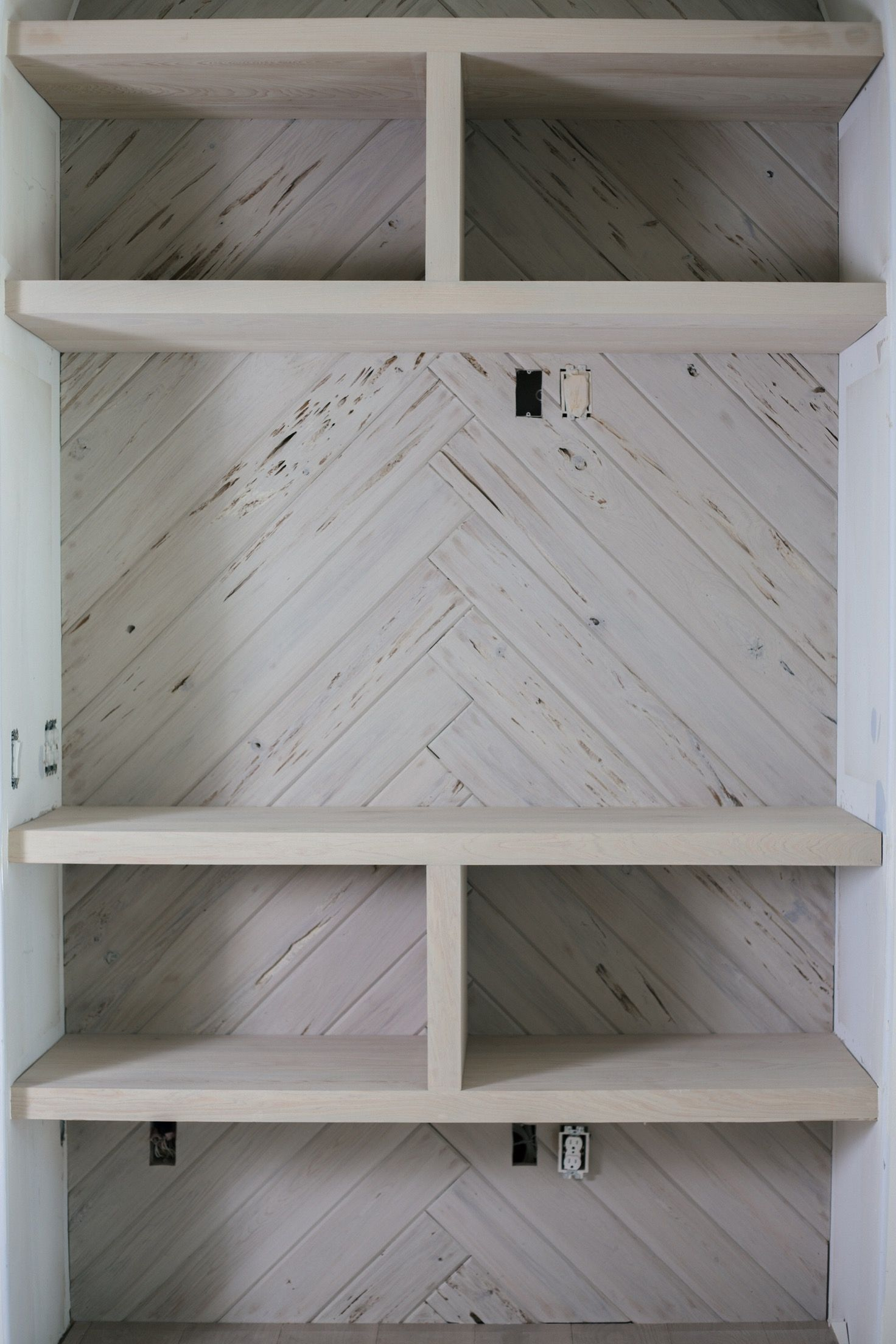 Revestimiento Techo Madera Pecky Cypress Limewash Niche And Shelving By Artistic
